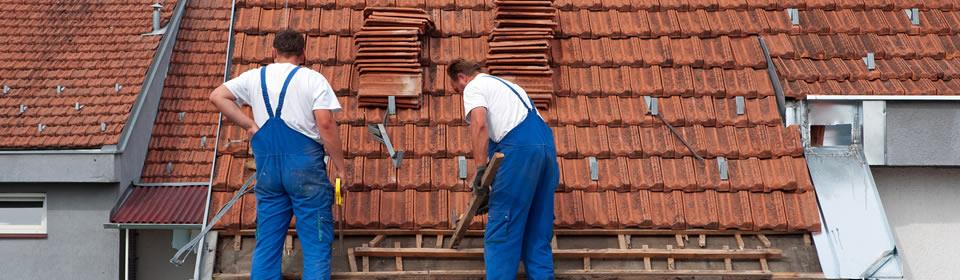 dakdekkers repareren stormschade in Schiedam